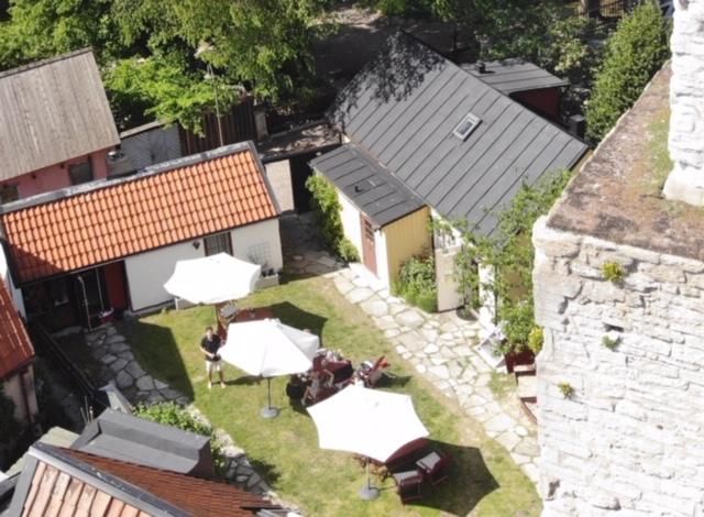 St Clöemens hotell är flera byggnader och flera smågårdar.